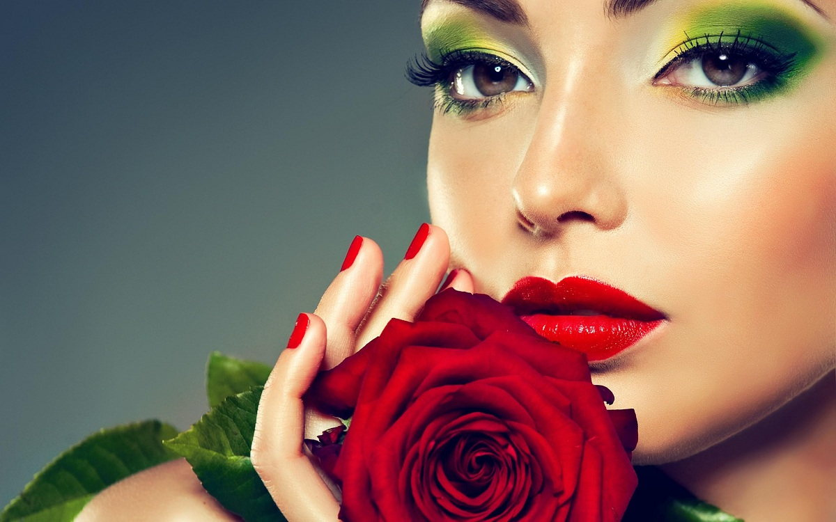 Shall We Be Held Beautiful? 3 Popular Ideas to Judge and Enhance Your Beauty Easily